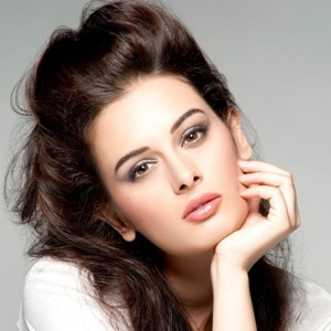Evelyn Sharma Biography, Age, Height, Weight, Boyfriend, Family, Wiki & More