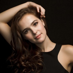 Zoey Deutch Biography, Age, Height, Weight, Family, Wiki & More