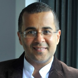 Chetan Bhagat Biography, Age, Wife, Children, Family, Caste, Wiki & More