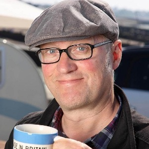 Ade Edmondson Biography, Age, Wife, Children, Family, Wiki & More