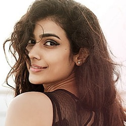 Aakanksha Singh Biography, Age, Height, Weight, Family, Caste, Wiki & More