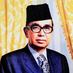 Abdul Razak Hussein Biography, Age, Death, Height, Weight, Family, Wiki & More