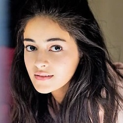 Ananya Panday Biography, Age, Height, Weight, Boyfriend, Family, Wiki & More