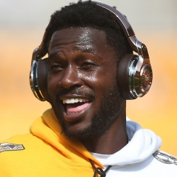 Antonio Brown Biography, Age, Height, Weight, Girlfriend, Family, Wiki & More