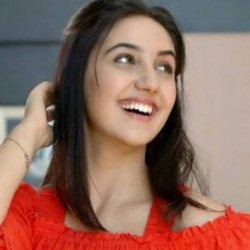 Ashnoor Kaur Biography, Age, Height, Weight, Family, Wiki & More