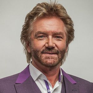 Noel Edmonds Biography, Age, Height, Weight, Family, Wiki & More