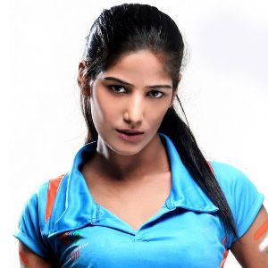 Poonam Pandey Biography, Age, Husband, Children, Family, Caste, Wiki & More
