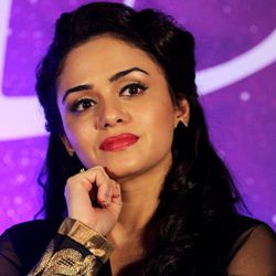 Amruta Khanvilkar Biography, Age, Husband, Children, Family, Caste, Wiki & More