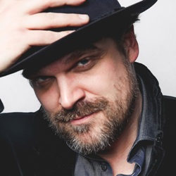 David Harbour Biography, Age, Height, Weight, Girlfriend, Family, Wiki & More