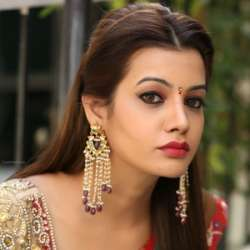 Diksha Panth Biography, Age, Height, Weight, Family, Caste, Wiki & More