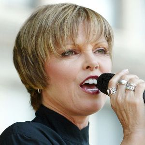 Pat Benatar Biography, Age, Husband, Children, Family, Wiki & More