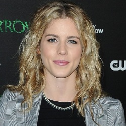 Emily Bett Rickards Biography, Age, Height, Weight, Family, Wiki & More