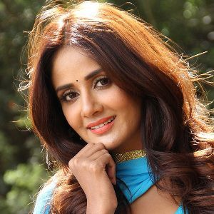 Parul Yadav Biography, Age, Height, Weight, Boyfriend, Family, Wiki & More