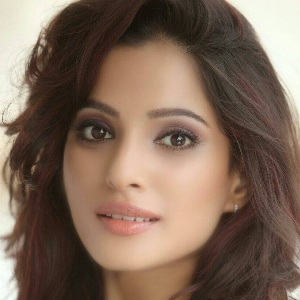 Priya Bapat (Actress) Biography, Age, Height, Husband, Children, Family, Caste, Wiki & More