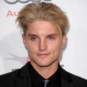 Toby Hemingway Biography, Age, Height, Weight, Family, Wiki & More