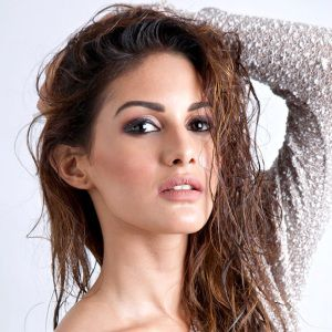 Amyra Dastur Biography, Age, Height, Weight, Boyfriend, Family, Wiki & More
