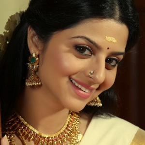 Vedhika (Indian Actress) Biography, Age, Height, Weight, Boyfriend, Family, Wiki & More