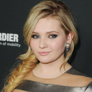 Abigail Breslin Biography, Age, Height, Weight, Boyfriend, Family, Wiki & More