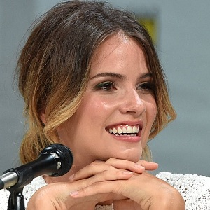 Shelley Hennig Biography, Age, Height, Weight, Boyfriend, Family, Wiki & More