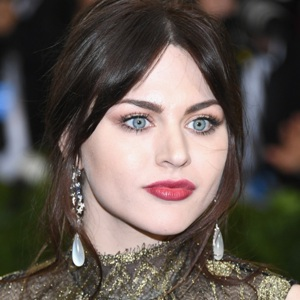 Frances Bean Cobain Biography, Age, Height, Weight, Family, Wiki & More