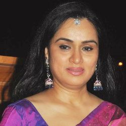 Padmini Kolhapure Biography, Age, Husband, Children, Family, Caste, Wiki & More
