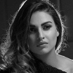 Himanshi Khurana Biography, Age, Height, Weight, Boyfriend, Family, Wiki & More