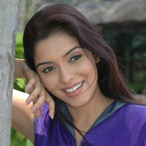 Asin (Actress) Biography, Age, Husband, Children, Family, Facts, Caste, Wiki & More