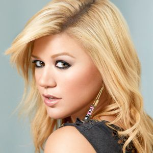 Kelly Clarkson Biography, Age, Height, Weight, Family, Wiki & More