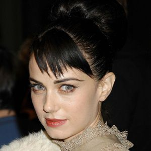 Mia Kirshner Biography, Age, Height, Weight, Family, Wiki & More