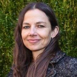 Justine Bateman Biography, Age, Height, Weight, Family, Wiki & More