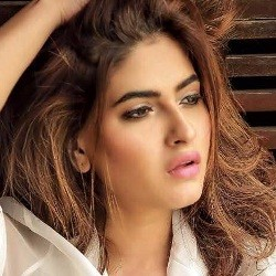 Karishma Sharma Biography, Age, Height, Weight, Boyfriend, Family, Wiki & More