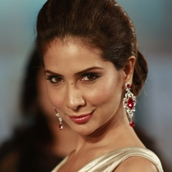 Kim Sharma Biography, Age, Ex-husband, Children, Family, Caste, Wiki & More