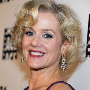 Penelope Ann Miller Biography, Age, Height, Weight, Family, Wiki & More