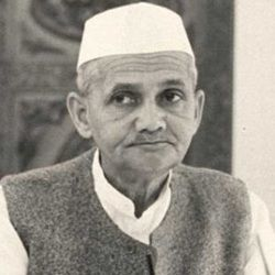 Lal Bahadur Shastri Biography, Age, Death, Height, Weight, Family, Caste, Wiki & More