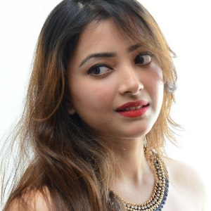 Shweta Basu Prasad Biography, Age, Height, Weight, Boyfriend, Family, Wiki & More