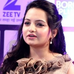 Giaa Manek Biography, Age, Height, Weight, Family, Caste, Wiki & More
