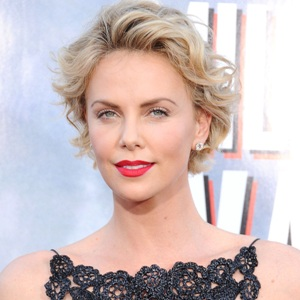 Charlize Theron Biography, Age, Height, Weight, Family, Wiki & More
