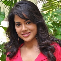 Sameera Reddy Biography, Age, Husband, Children, Family, Caste, Wiki & More