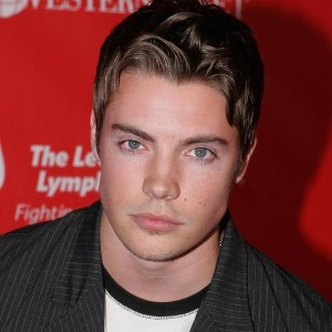 Josh Henderson Biography, Age, Height, Weight, Family, Wiki & More