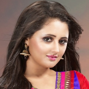 Rashami Desai Biography, Age, Husband, Children, Family, Caste, Wiki & More