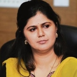 Pankaja Munde Biography, Age, Height, Weight, Family, Caste, Wiki & More