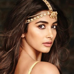 Pooja Hegde (Actress) Biography, Age, Height, Weight, Boyfriend, Family, Caste, Wiki & More