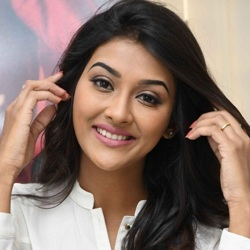 Pooja Jhaveri Biography, Age, Height, Weight, Boyfriend, Family, Wiki & More