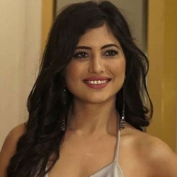Poonam Rajput Biography, Age, Height, Weight, Family, Facts, Caste, Wiki & More