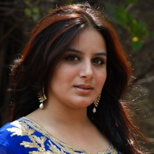 Pooja Gandhi Biography, Age, Wife, Children, Family, Caste, Wiki & More