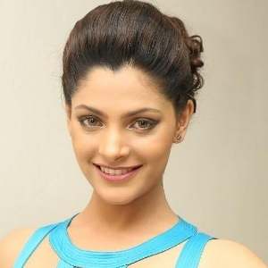 Saiyami Kher Biography, Age, Height, Weight, Boyfriend, Family, Wiki & More