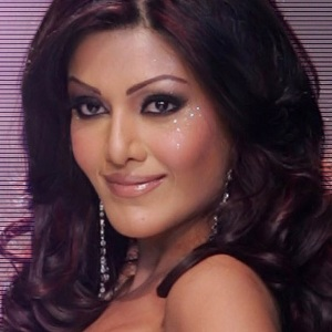 Koena Mitra Biography, Age, Height, Weight, Boyfriend, Family, Wiki & More