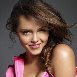 Rebecca Breeds Biography, Age, Height, Weight, Family, Wiki & More
