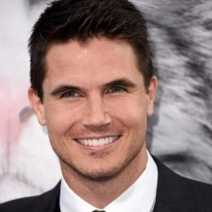 Robbie Amell Biography, Age, Height, Weight, Family, Wiki & More