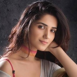 Ruhani Sharma Biography, Age, Height, Weight, Boyfriend, Family, Wiki & More